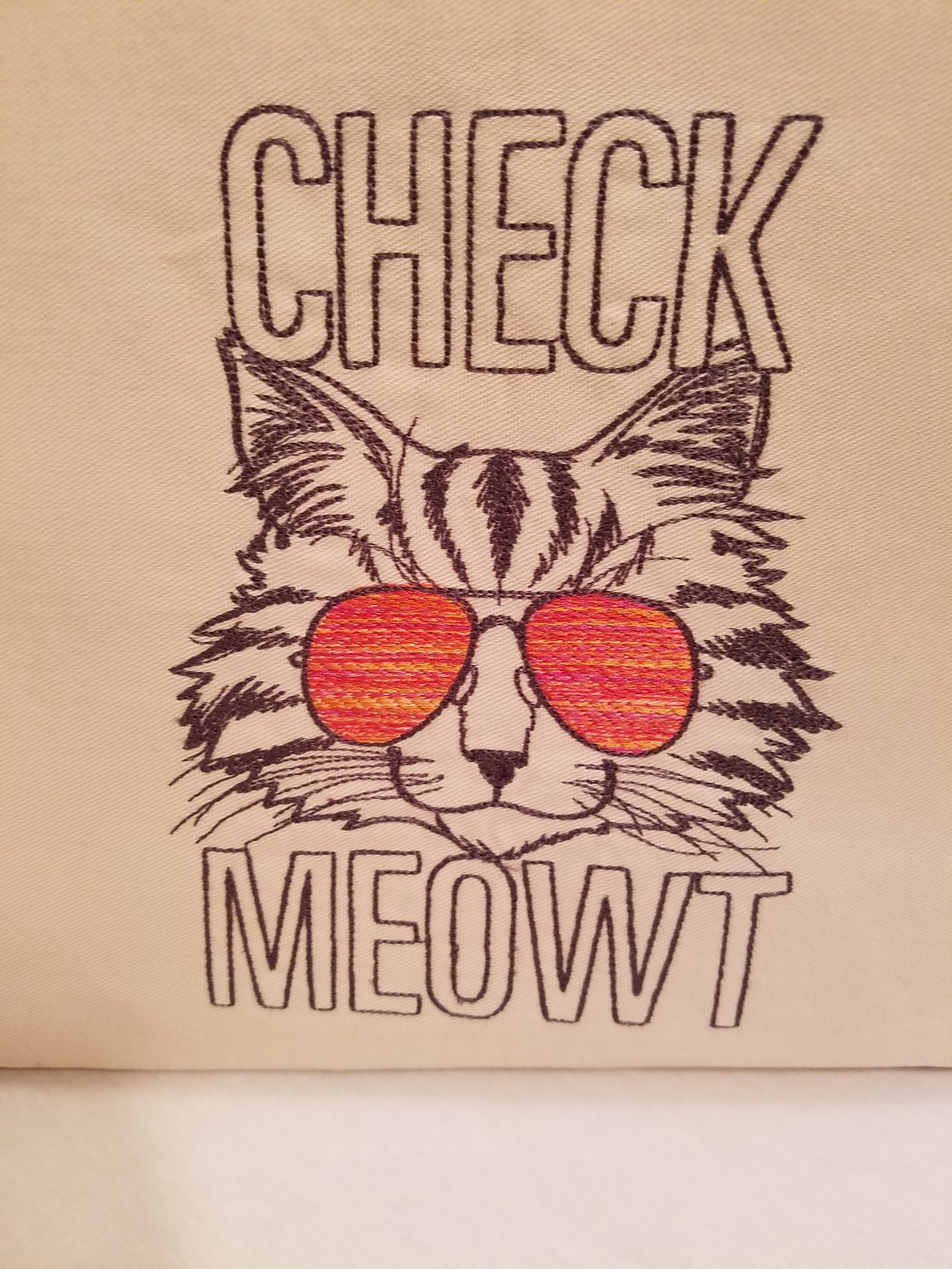 Check Meowout! A bag for mom on Mother's Day